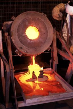 Goldschmuck bei über 1000 Grad Celsius schmelzen